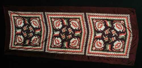 Max Mara, riproduce un fazzoletto patriottico con emblema di San Marco, @CNMI