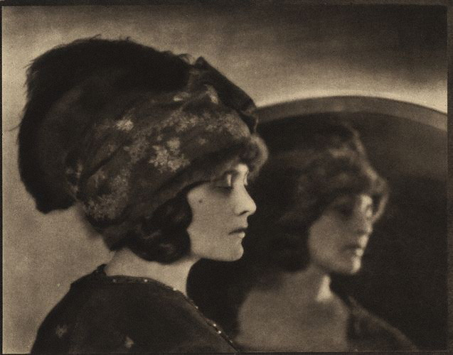 Hoppé, Mika Mikum, 1916, @E.O Hoppé Collection/Curatorial Assistence Inc.