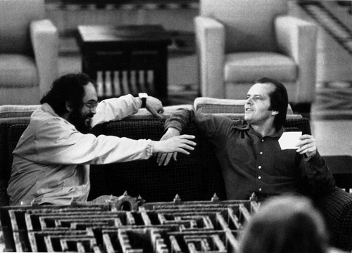 Stanley Kubrick et Jack Nicholson sur le tournage de Shining (GB/USA 1980) © Warner Bros. Entertainment Inc. 35. Stanley Kubrick et Jack Nicholson sur le tournage de Shining (GB/USA 1980) © Warner Bros. Entertainment Inc. 36. Shining (GB/USA 1980) © Warner Bros. Entertainment Inc. 37. Shining